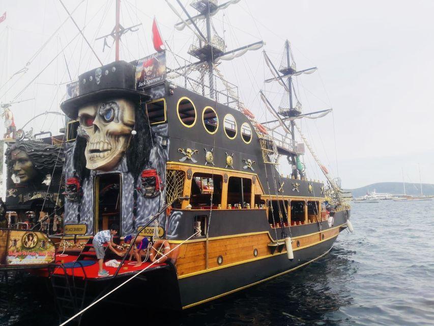Bodrum'dan Korsan Tekne Turu